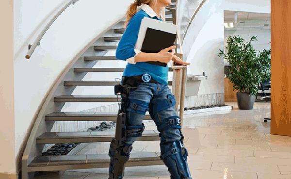 智慧外動力式下肢外骨骼機器人.png