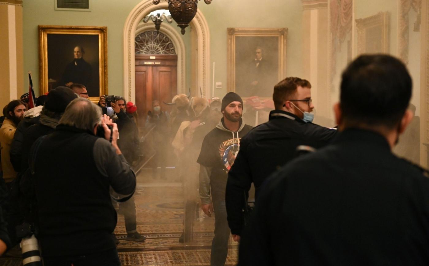 川粉硬闖美國國會大廈、警民爆衝突,傳多名國安高層欲請辭