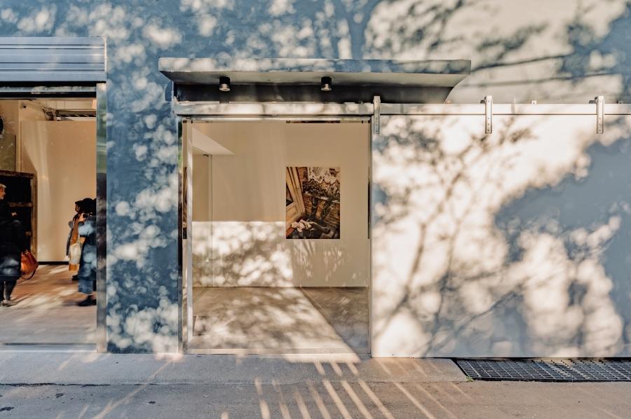 舊鐵廠倉庫新蛻變!「伊日藝術計劃 YIRI ARTS」畫廊策展空間新開幕,5 大藝術空間亮點