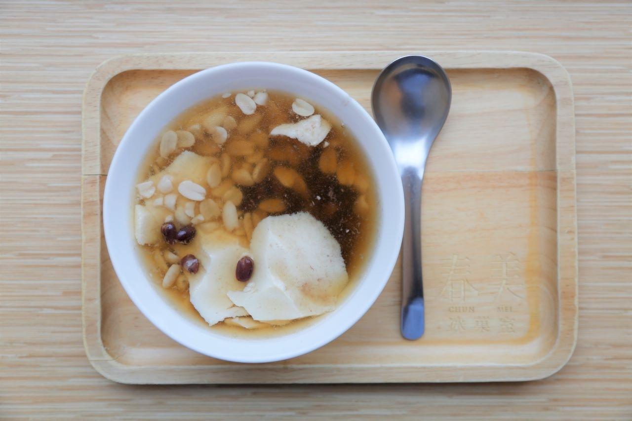 台灣甜的另一種高度:春美冰菓室 ━━ 杏仁豆腐・黑糖粉粿・燒麻糬