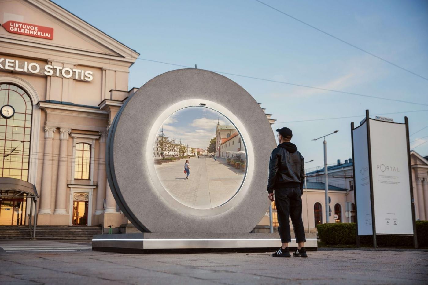 串連相隔 600 公里的兩座城市!立陶宛打造「任意門 Portal」與波蘭實時連線,冰島雷克雅維克也要裝