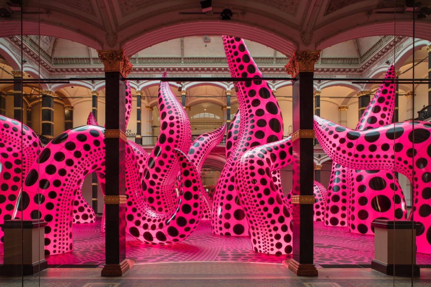 草間彌生線上看!張狂充氣觸角「宇宙花束」亮相,德國美術館近 300 件作品開放瀏覽