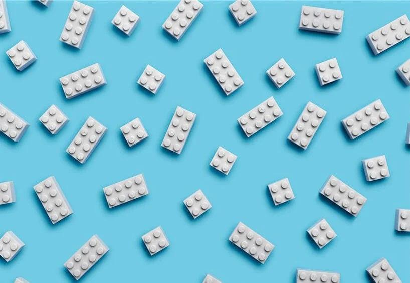 樂高也要永續環保!釋出回收塑膠瓶製成的 LEGO 樣本,樂高公司捨棄一次性塑膠包材後的新創舉