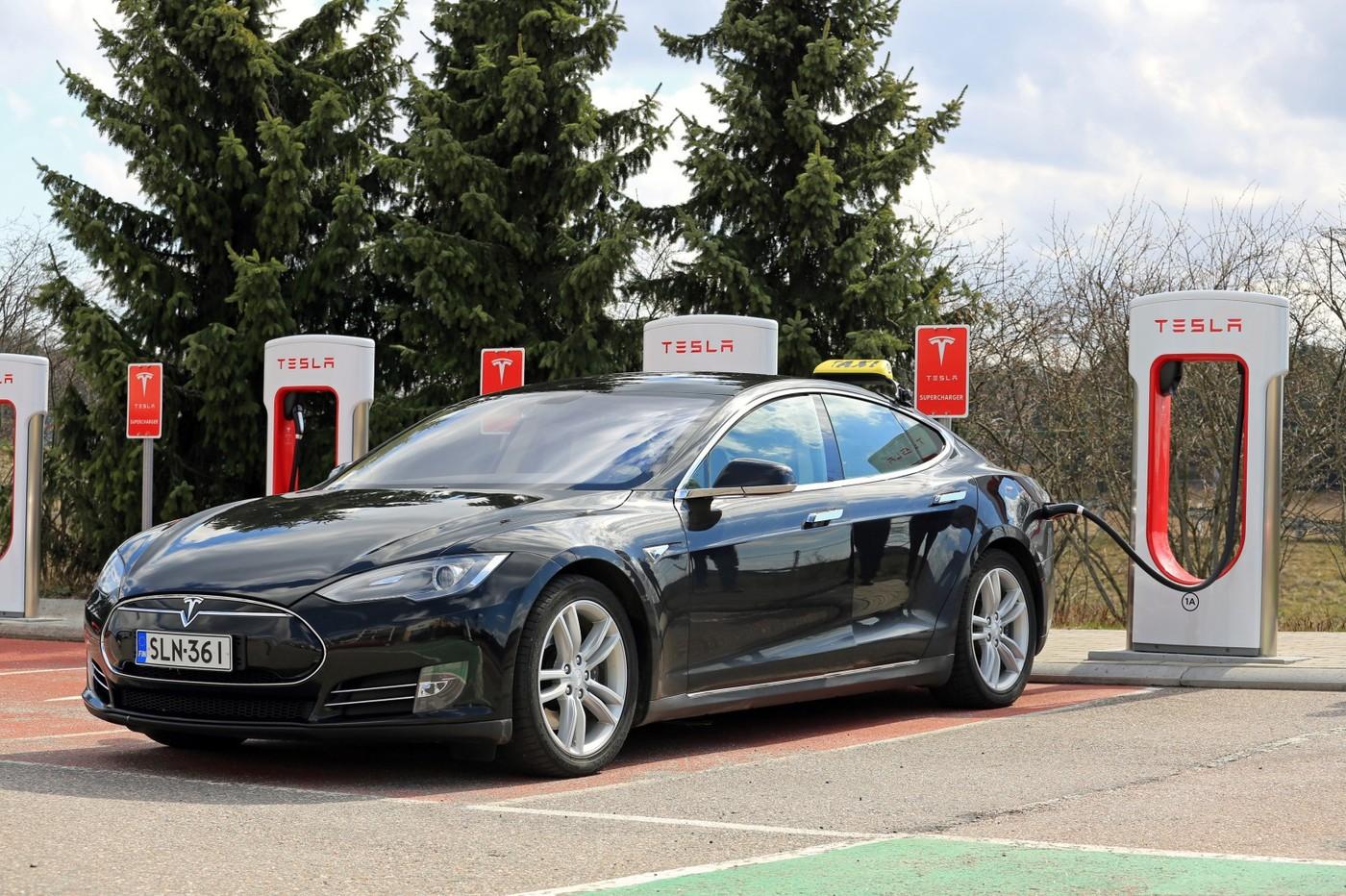 要買要快?特斯拉宣布2017年以後下訂單的車輛,使用超級充電站需收費